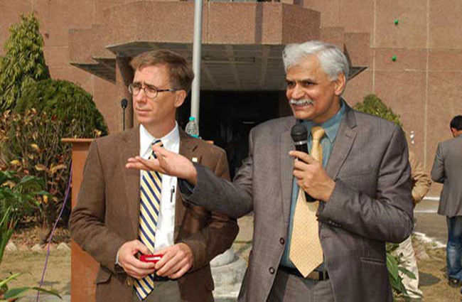 Dr. Harold Pardue, Professor of Information Systems, University of South Alabama, Alabama visited IET and delivered lectures on Jan. 29th 2013